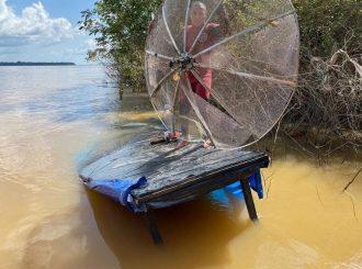 Bombeiros resgatam bens de pescador que naufragou no Sul de Roraima
